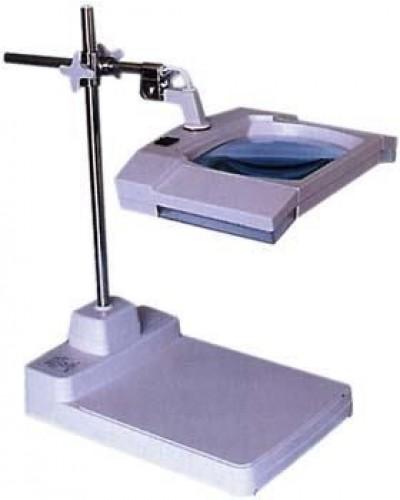 Šviestuvas su padidinimo stiklu ir reguliuojamu stovu